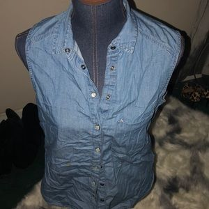 Tops - Sleeveless denim shirt
